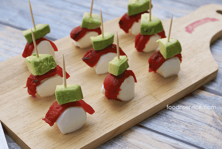 If you're looking for a delicious, healthy, and clean eating recipe, then try these amazing Roasted red pepper, avocado, and mozzarella bites! #bringtheheat #mezzetta #sp