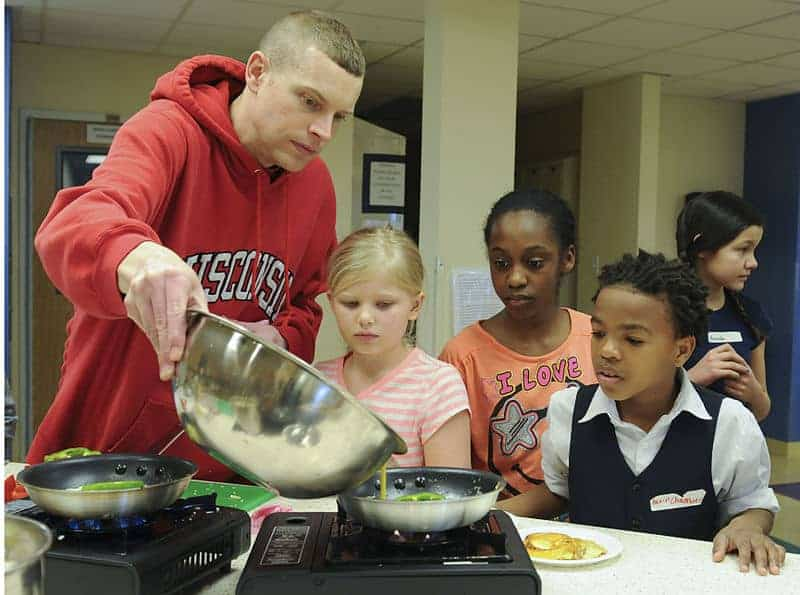 Parents_and_their_kids_cook_healthy_and_tasty_meals_150321-A-ZT122-171