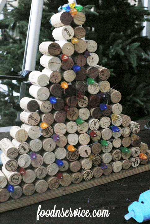 The Holiday season is here, which can only mean one thing: You next great DIY Project! I love making things out of wine corks, and wine cork Christmas tree